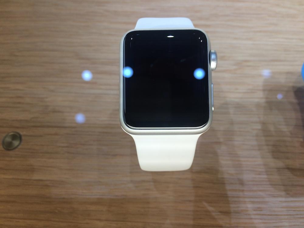 애플 워치 디자인이 묘하게 어색한 5가지 이유