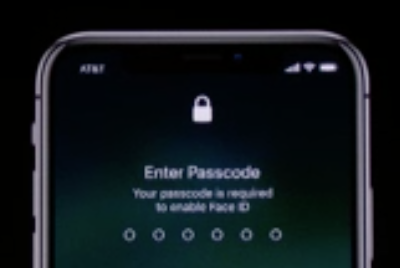 loopinsight.com - Dave Mark - Craig Federighi's first Face ID attempt: Glitch, or simple logistics flub?